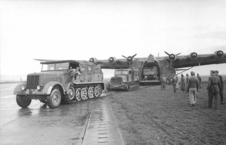 Tunesien, Zugmachinen und Me 323 Gigant